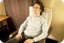 Le patient parvient à un état de détente profonde situé entre la veille et le sommeil
