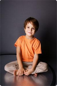 La sophrologie est particulièrement adaptée à l'enfant, qui possède un imaginaire riche et une perception du temps et de l'espace particulière