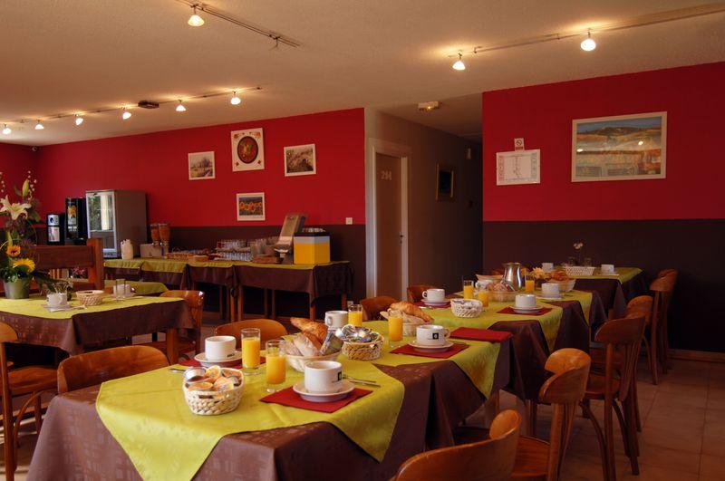 hotel avignon restaurant breakfast hb overnight stay with dinner. Black Bedroom Furniture Sets. Home Design Ideas
