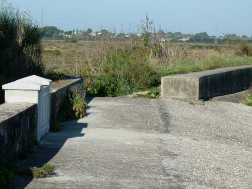Passage entre le muret de la Tresson et la résidence secondaire
